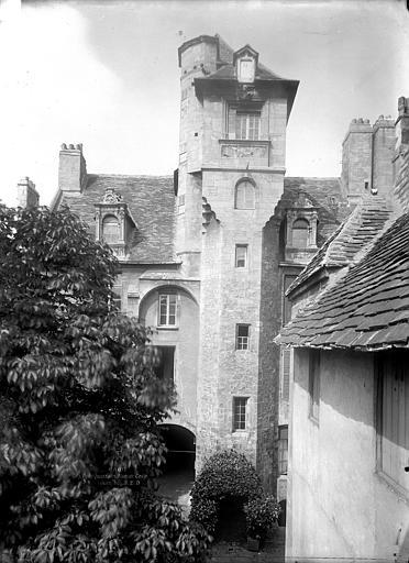 Hôtel des Quatrans (ancien) Façade sur cour : Tourelle, Durand, Jean-Eugène (photographe),