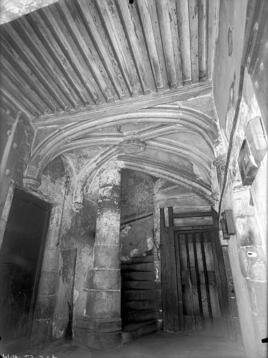Maison du 15ème siècle Vestibule d'entrée : Plafond et départ d'escalier, Lefèvre-Couton (photographe),