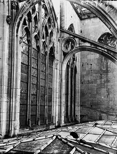 Eglise Fenêtres et arc-boutant, Louzier (photographe),