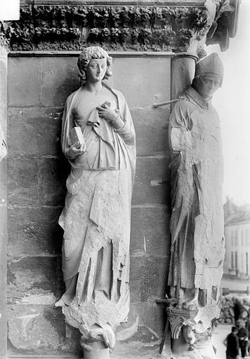 Cathédrale Notre-Dame Portail nord de la façade ouest, ébrasement droit : Statues de saint Jean l'évangéliste et de saint Rigobert, Sainsaulieu, Max (photographe),