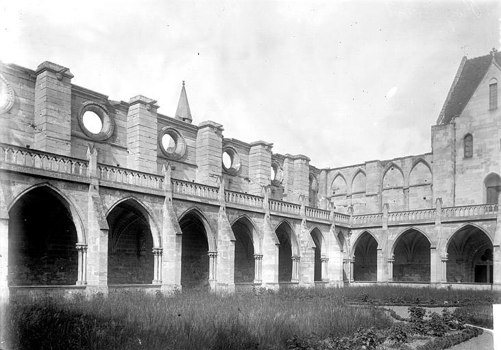 Abbaye Cloître, Enlart, Camille (historien),