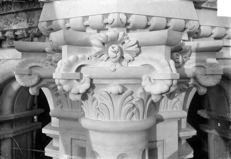 Cathédrale Saint-Gatien Couronnement d'un clocher : chapiteaux, ,