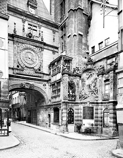Fontaine du Gros-Horloge Arcade et fontaine, Neurdein Frères (photographes),