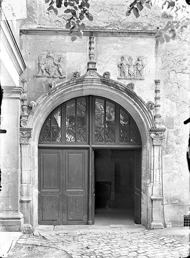 Doyenné Saint-Hilaire Porte donnant sur la cour, Gossin (photographe),