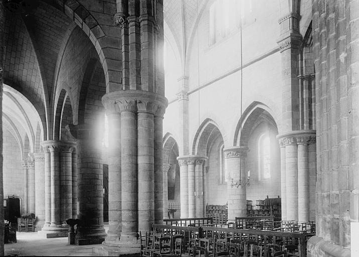 Eglise Saint-Aubin (ancienne collégiale) Vue diagonale de la nef, Enlart, Camille (historien),