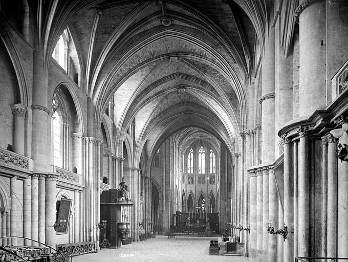 Cathédrale Saint-André Vue intérieure de la nef, vers le nord-est, Mieusement, Médéric (photographe),