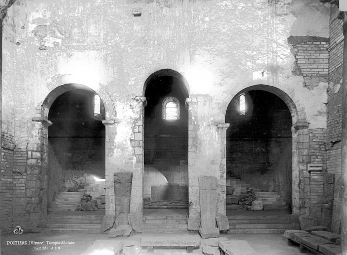 Baptistère Saint-Jean Grand escalier, Durand, Eugène (photographe),