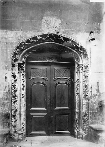 Cathédrale Notre-Dame Porte de la sacristie, Enlart, Camille (historien),