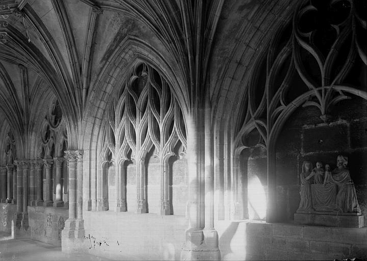 Cathédrale Notre-Dame-de-l'Assomption Cloître: baies intérieures dans une galerie, Enlart, Camille (historien),