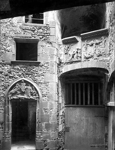Maison Cour intérieure : Porte de la tourelle d'escalier et galerie, Jarron (photographe),