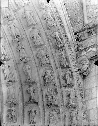 Cathédrale Saint-Pierre Portail sud de la façade ouest : Voussures, côté droit, Gossin (photographe),