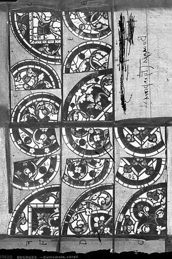 Cathédrale Saint-Etienne Vitrail : détails ornementaux du tympan, Leprévost (photographe),