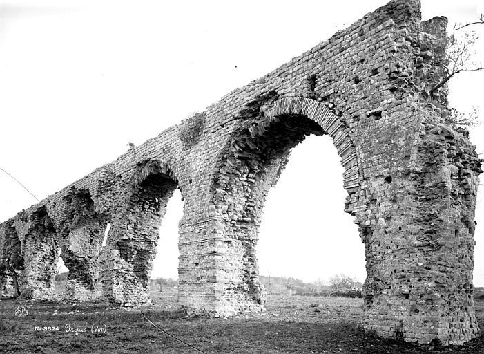 Aqueduc antique Arcades, Mieusement, Médéric (photographe),