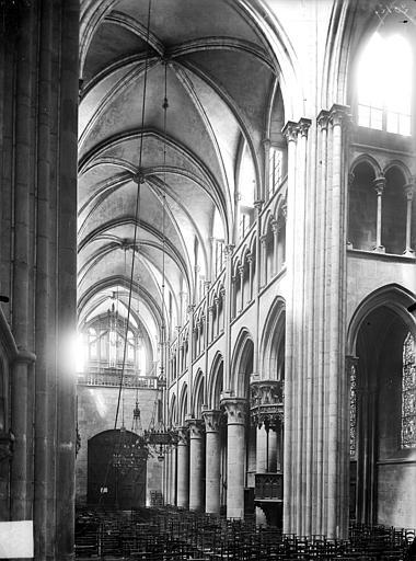Eglise Notre-Dame Vue intérieure de la nef vers le nord-ouest, Gossin (photographe),