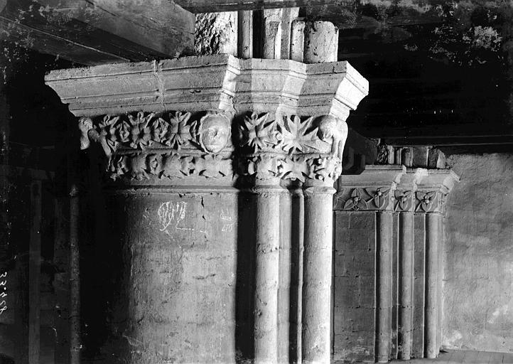 Eglise Saint-Paul (supposée) Colonnes et chapiteaux, Enlart, Camille (historien),