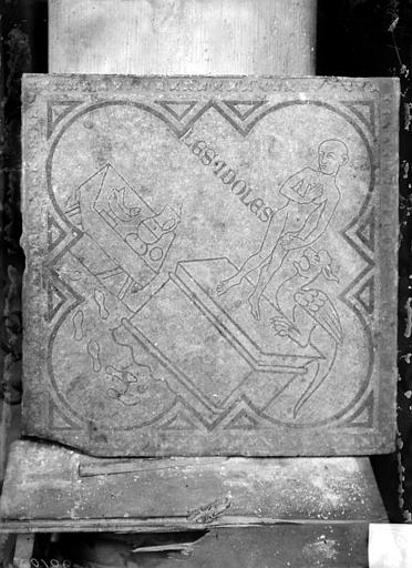 Eglise Saint-Rémi Chapelle Saint-Eloi, carreau de dallage : Les Idoles, Sainsaulieu, Max (photographe),