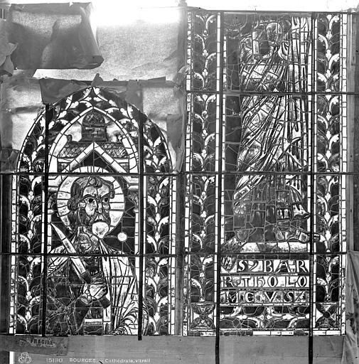 Cathédrale Saint-Etienne Vitrail : saint Barthélémy, Leprévost (photographe),