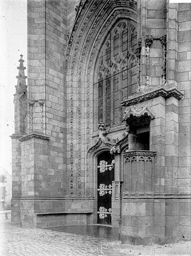 Eglise Saint-Aubin (ancienne collégiale) Portail et chaire extérieure, Enlart, Camille (historien),
