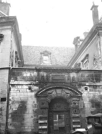 Hôtel de Vogüé Portail, Louzier (photographe),