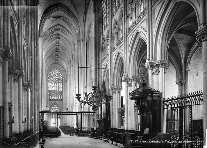 Cathédrale Saint-Gatien Vue intérieure de la nef vers l'ouest, Mieusement, Médéric (photographe),