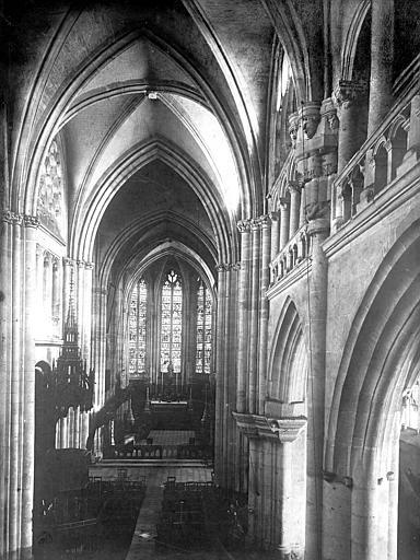 Eglise Saint-Taurin Vue intérieure de la nef vers le choeur, prise de la tribune, Mieusement, Médéric (photographe),