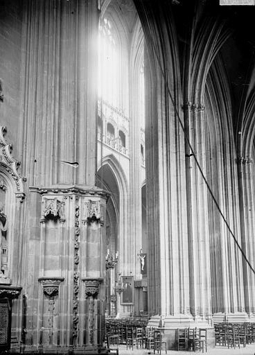 Cathédrale Saint-Pierre Vue diagonale de la nef, Enlart, Camille (historien),