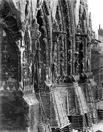 Cathédrale Notre-Dame Portails de la façade ouest : Vue perspective, Sainsaulieu, Max (photographe),