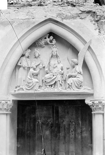 Archevêché (ancien) ; Palais du Tau (actuel) Chapelle. Tympan de la porte : Couronnement de la Vierge, Sainsaulieu, Max (photographe),