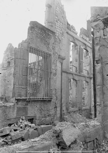 Maison Montant de fenêtre, Verneau, G.,
