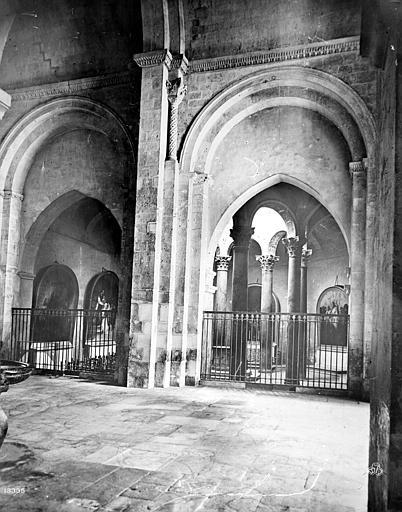 Cathédrale Saint-Sauveur Vue intérieure du bas-côté, Mieusement, Médéric (photographe),