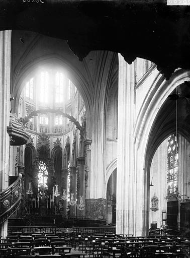 Eglise Saint-Vincent Nef vue de l'entrée, Enlart, Camille (historien),