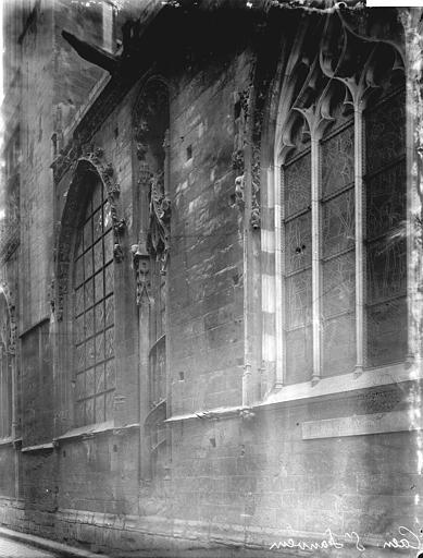 Eglise Notre-Dame-de-Froide-Rue (ancienne) ou Eglise Saint-Sauveur (actuelle) Fenêtres, Enlart, Camille (historien),