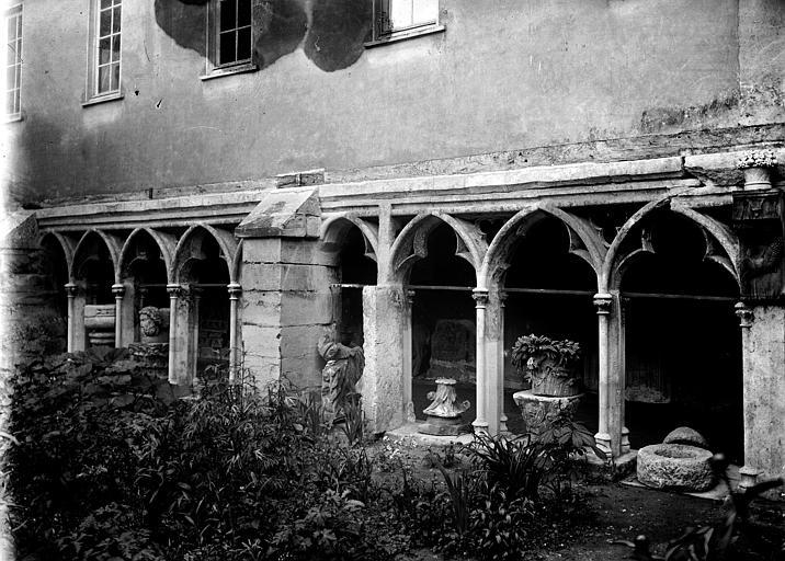 Cathédrale Saint-Pierre Cloître: galerie, Enlart, Camille (historien),