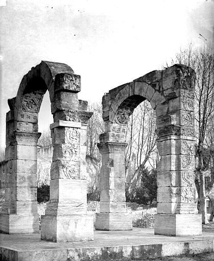 Arc antique Ensemble, Mieusement, Médéric (photographe),