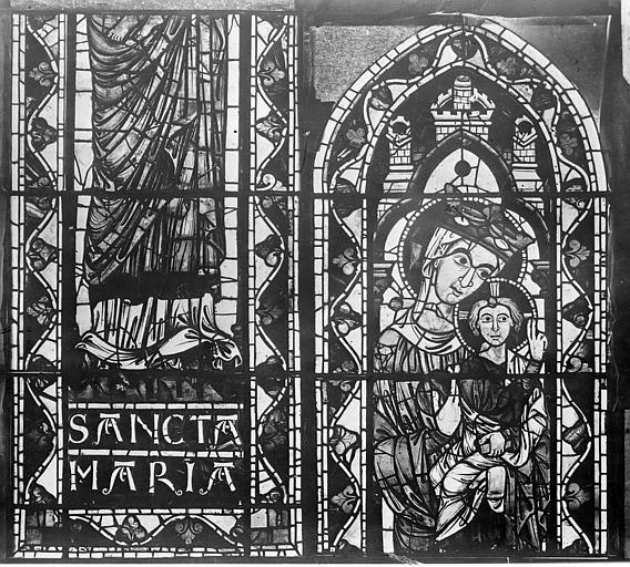 Cathédrale Saint-Etienne Vitrail : Vierge à l'Enfant, Leprévost (photographe),