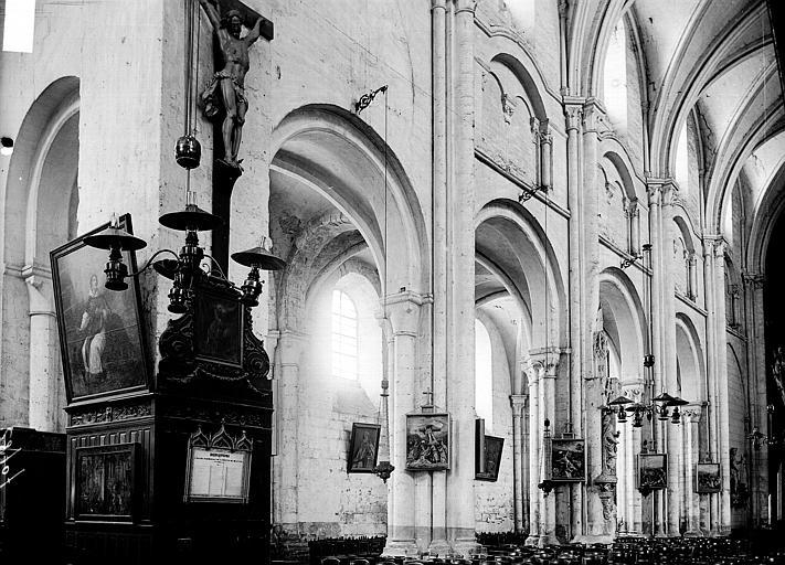 Eglise Saint-Etienne Nef: vue diagonale, Enlart, Camille (historien),