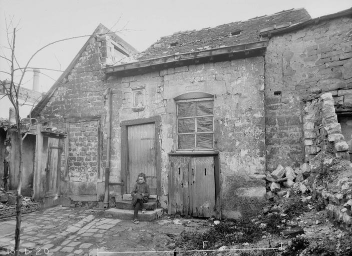 Maison Louis XIII Petite maison Louis XIII, Verneau, G.,
