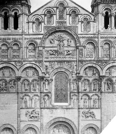 Cathédrale Saint-Pierre Façade ouest : partie supérieure centrale, Mieusement, Médéric (photographe),