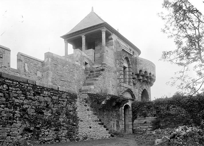 Château Tour de la Chapelle, côté cour, Durand, Jean-Eugène (photographe),