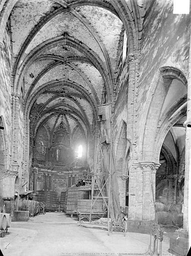 Couvent des Jacobins (ancien) ; Eglise des Bénédictins (ancienne) ; Cave coopérative Vue intérieure de la nef vers le choeur, Gossin (photographe),