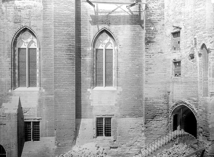 Palais des Papes Grande audience : Façade est, côté de la porte Mirande, Durand, Jean-Eugène (photographe),