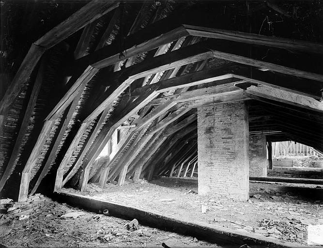 Abbaye de Clairvaux (ancienne) Cellier, bâtiment en retour : charpente, Heuzé, Henri (photographe),