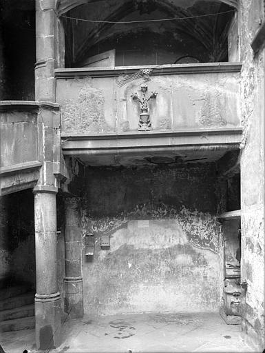 Maison du Notaire, dite aussi maison Desplats ou maison du Lys ou hôtel de Loignat Cour intérieure : Galerie, Jarron (photographe),