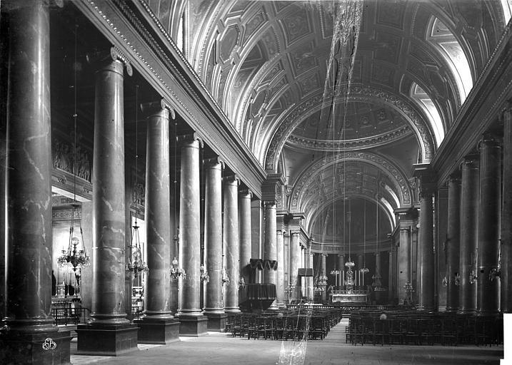 Cathédrale Saint-Pierre Vue intérieure de la nef, vers le choeur, Mieusement, Médéric (photographe),