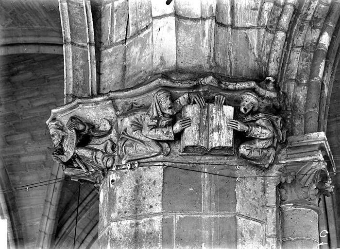 Eglise Saint-Gervais-Saint-Protais Chapiteau, Gossin (photographe),