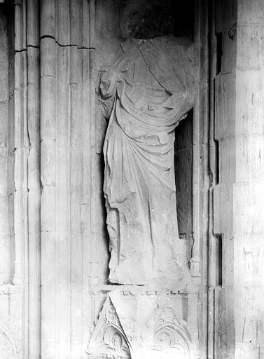 Palais des Papes Chapelle de Clément VI : Statue du portail, Durand, Jean-Eugène (photographe),