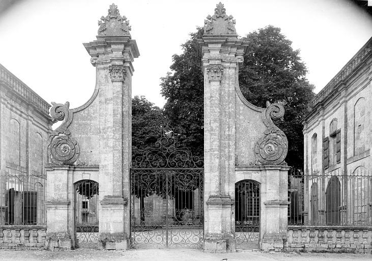 Abbaye Notre-Dame de la Couronne (ancienne) Ancienne entrée, Mieusement, Médéric (photographe),