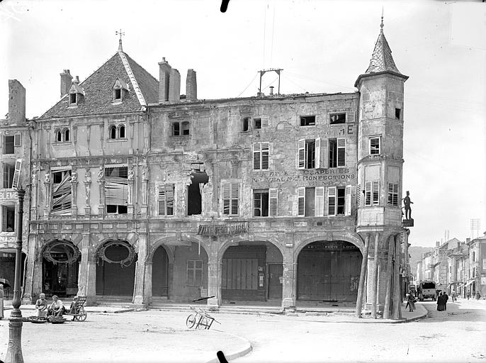 Maison des Sept Péchés Capitaux Façade sur la place Duroc, Queste, P. photographe),