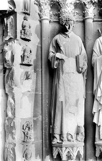 Cathédrale Notre-Dame Portail nord de la façade ouest. Ebrasement droit : Statue de saint Florent, Sainsaulieu, Max (photographe),