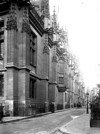 Palais de Justice , Enlart, Camille (historien),